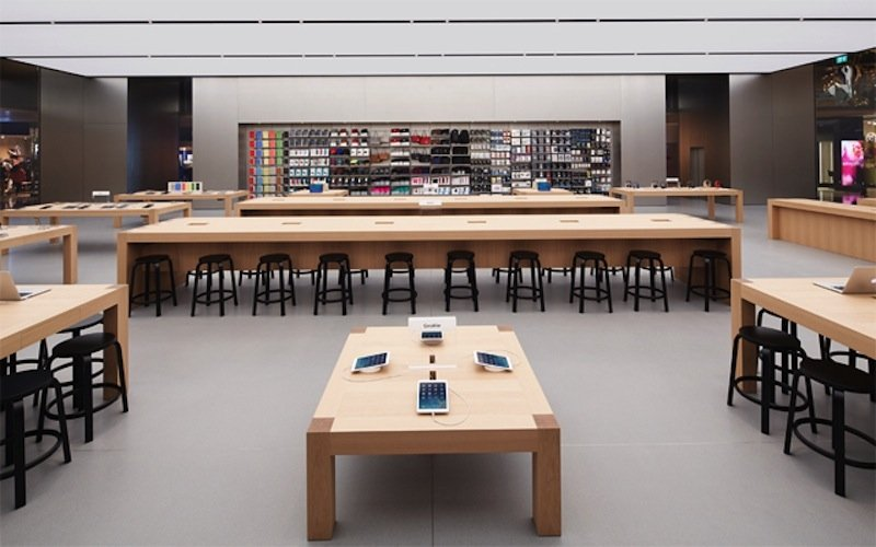 inside-it-looks-like-a-typical-apple-store