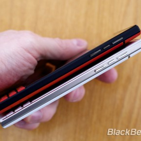 BlackBerry-Passport-Red-11
